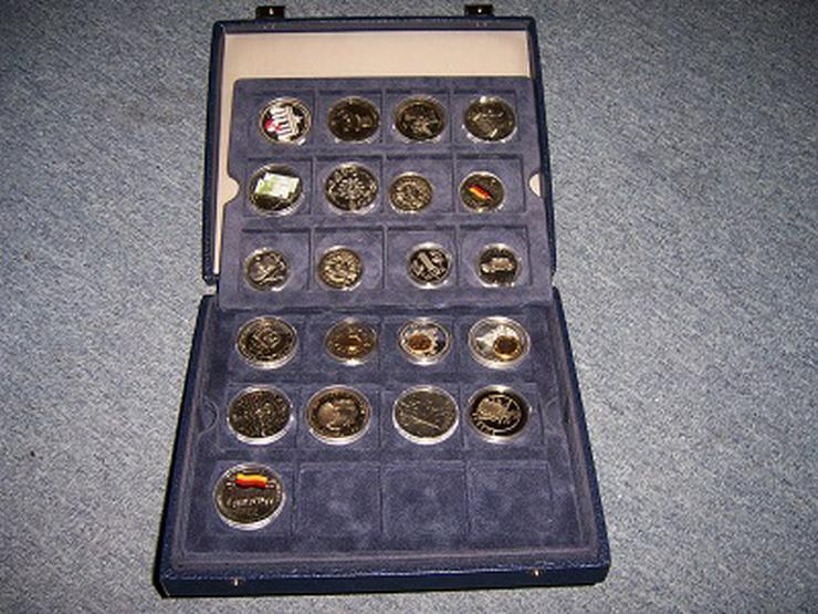 Koffer mit Münzen