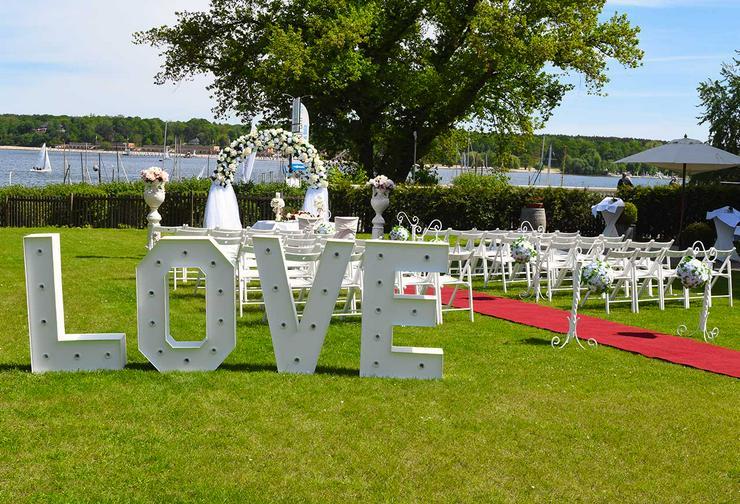 Bild 2: Leuchtende Buchstaben LOVE mieten, XXL Buchstaben, Hochzeitsdeko