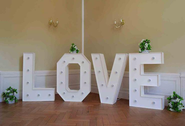 Bild 3: Leuchtende Buchstaben LOVE mieten, XXL Buchstaben, Hochzeitsdeko