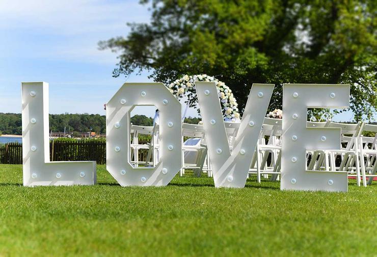 Bild 5: Leuchtende Buchstaben LOVE mieten, XXL Buchstaben, Hochzeitsdeko