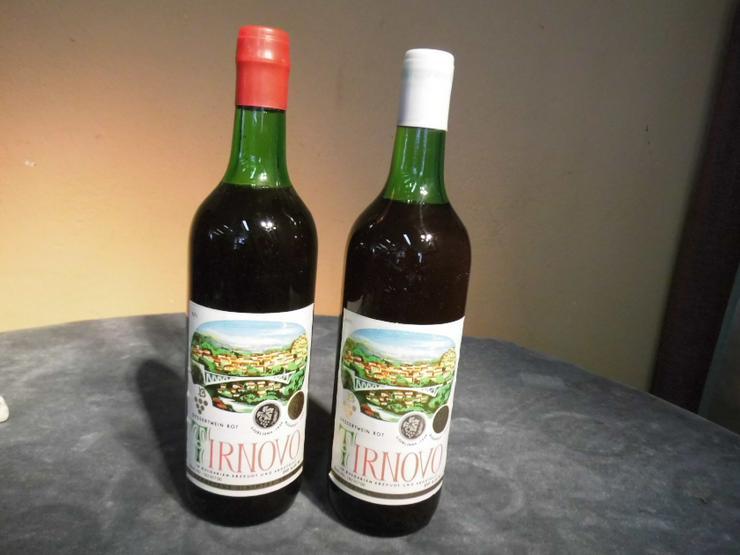 Bild 1: 2 Fl. bulgarischer Dessert - Wein TIRNOVO rot, für den Markt der DDR / Sammler
