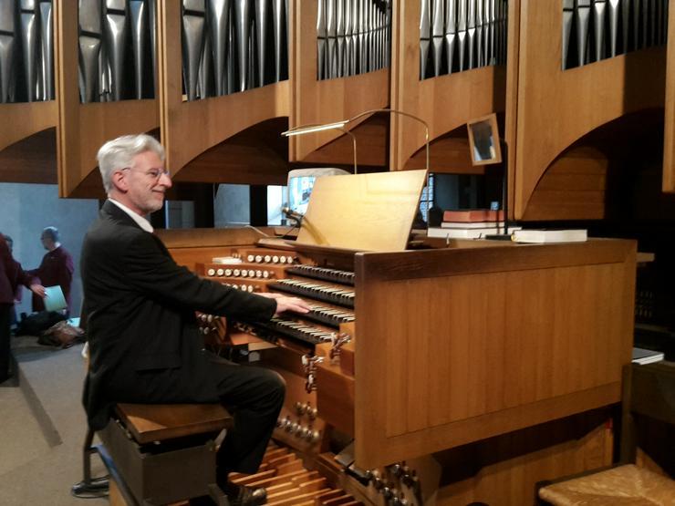 Konzertorganist hat noch Termine frei - Musik, Foto & Kunst - Bild 1