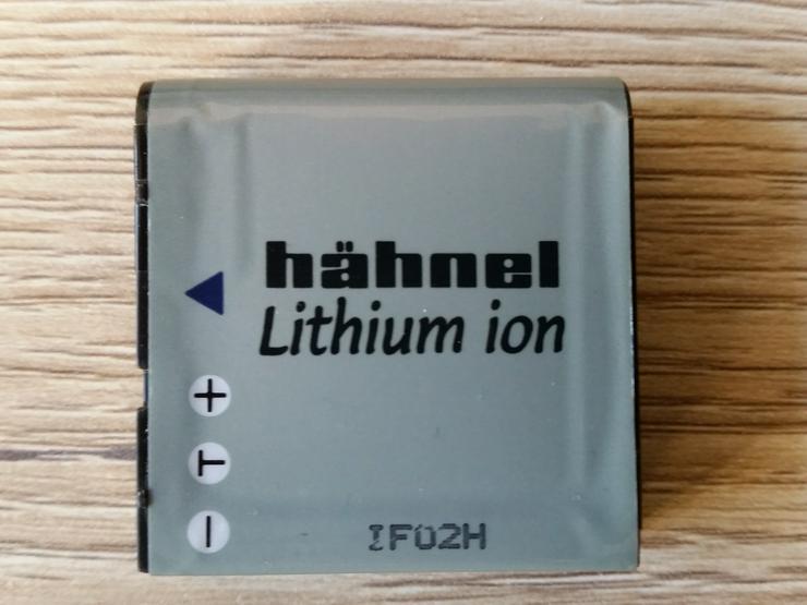 Bild 3: 2 Lithium Ionen Akkus samt Ladegerät