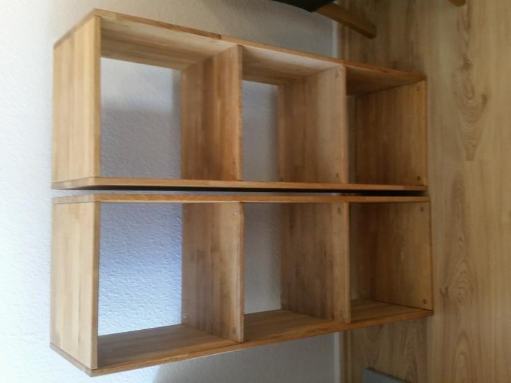 Bild 2: 2 Regale aus Massivholz mit jeweils 3 quadratischen Fächern
