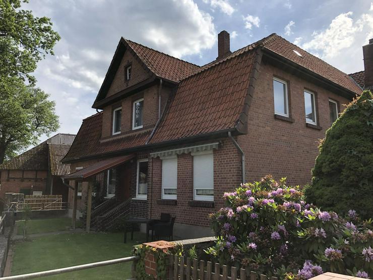 Bild 2: Modernisierte und gepflegte Hofanlage in der Nähe von Ebstorf (Lüneburger Heide)