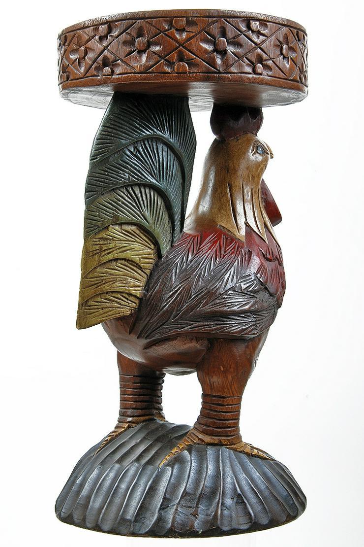 Skulptur aus geschnitztem Holz, Hahn, sehr filigran und farblich interessant gearbeitet