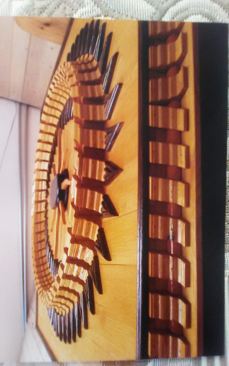 Bild 3: Holzverzierung der sonne