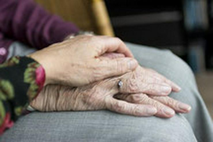 Kompetente Altenpflege daheim