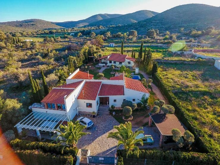 Spanien, Costa del Azahar, Peniscola, Villa mit extra Gästehaus in Meernähe