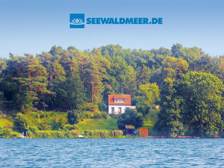 Ferienhaus am See mieten mit Boot Kamin Wasserblick nahe Schwerin Ostsee Reise Ferienwohnung Urlaub in Mecklenburg Vorpommern Seenplatte