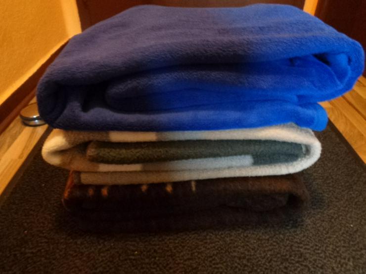 Sehr gute Kuschelige Wolldecken 3 Stk. Sehr gut Erhalten Bitte Paket 3 angeben