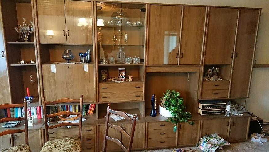 Wohnungsauflösung! Wohnzimmerschrank mit Glaselement und Beleuchtung sehr geräumig.