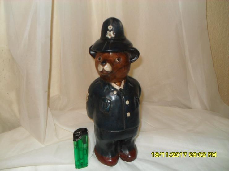 Holzfigur ,,Englischer Polizist,,