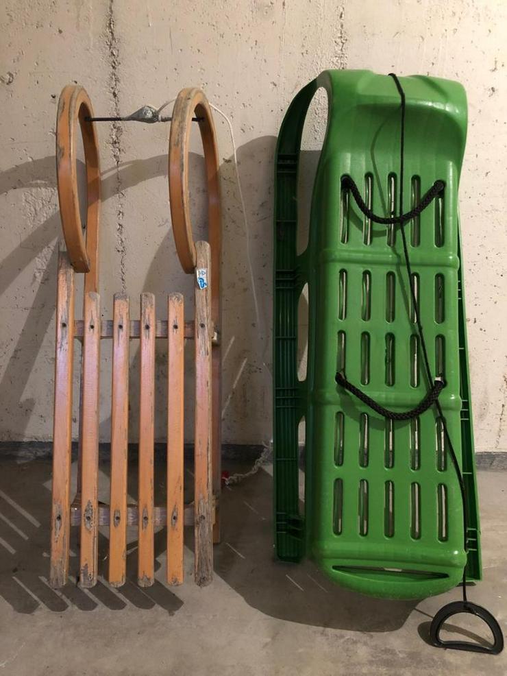 Zwei Schlitten