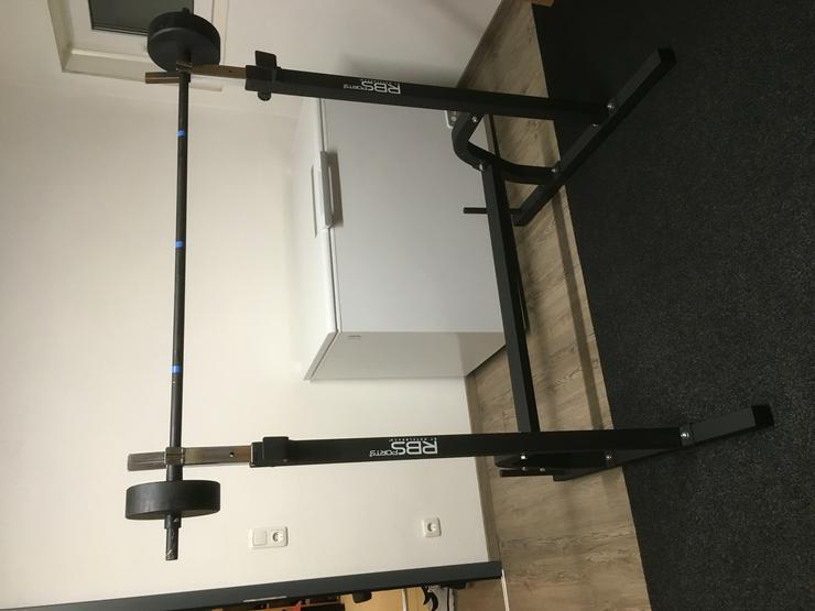 Bild 2: Langhantel Ständer neu und Langhantelstange mit Gewichten