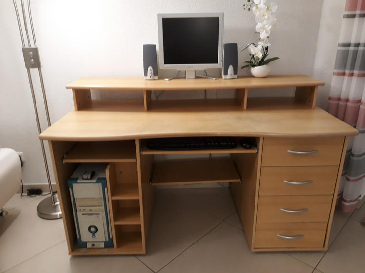 Verkaufe einem gebrauchten gut erhaltenen Schreibtisch