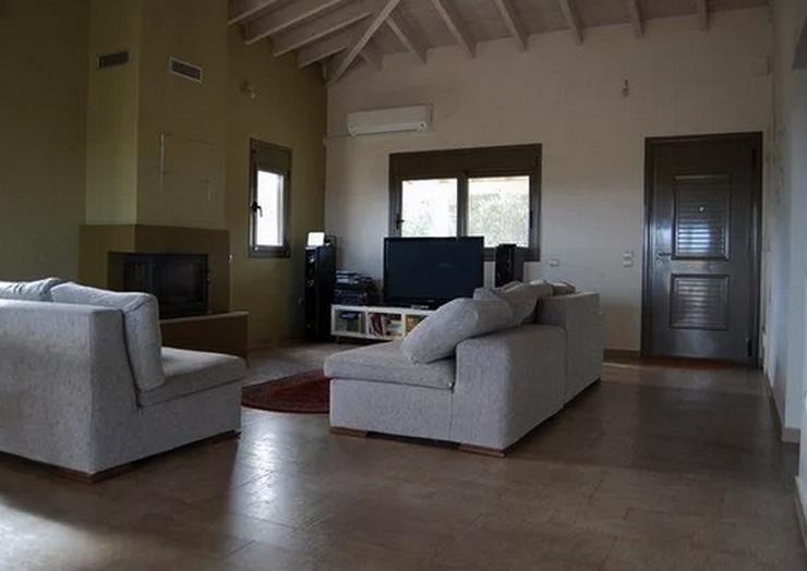 villa in griechenland bestlage von keratea in m nchen. Black Bedroom Furniture Sets. Home Design Ideas