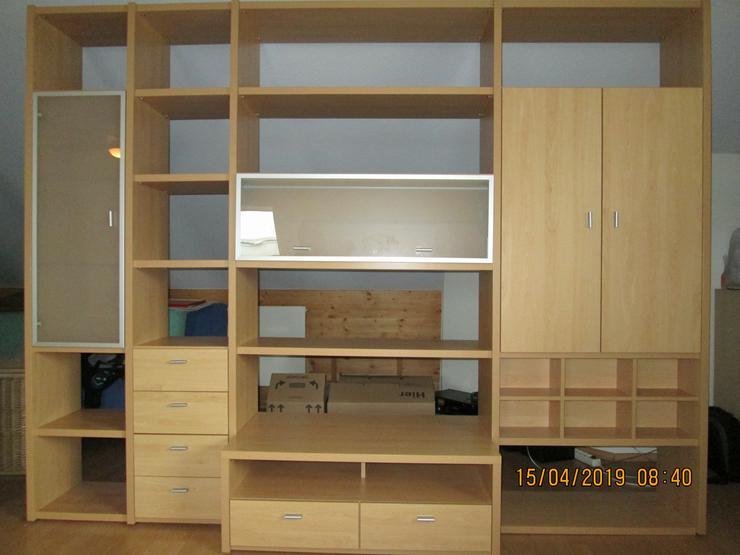 Bild 2: Wohnzimmerwand Korpus Buche