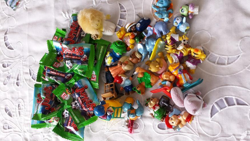 Bild 3: Diverse Spielfiguren 2 Playmobilfiguren u. a.