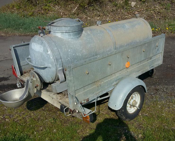PKW fahrbarer Wasserwagen / Wasserfass (Metall) auf Pkw Anhänger