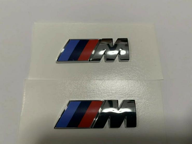 Bild 2: 2 Stück BMW M Emblem Logo 45x15mm Kotflügel Selbstkleben 3D klebe Chrom Silber