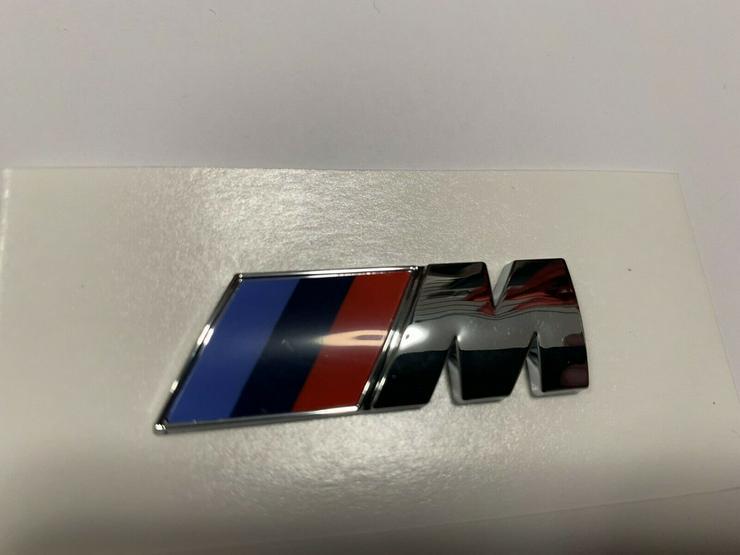 2 Stück BMW M Emblem Logo 45x15mm Kotflügel Selbstkleben 3D klebe Chrom Silber
