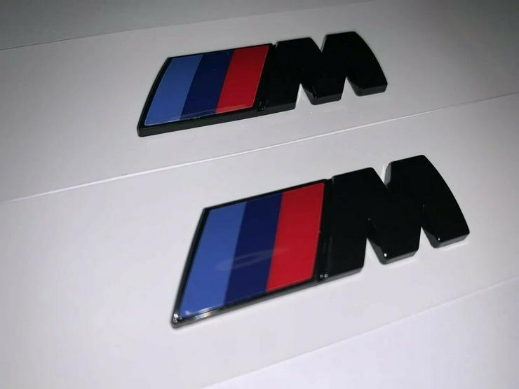 Bild 2: 2 Stück BMW M Emblem Logo 45x15mm Kotflügel Selbstkleben 3D klebe Schwarz Glanz