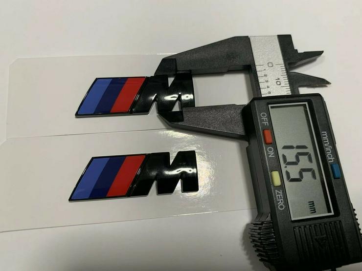 Bild 4: 2 Stück BMW M Emblem Logo 45x15mm Kotflügel Selbstkleben 3D klebe Schwarz Glanz