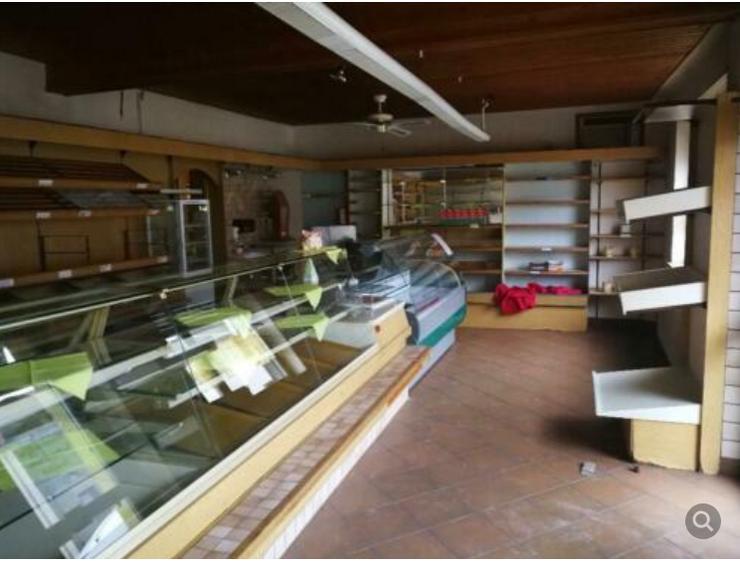Zweifamilienhaus mit voll eingerichteter Bäckerei zu verkaufen