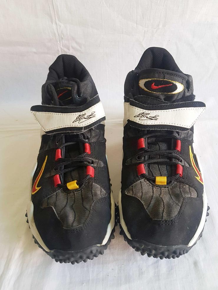 Bild 6: drei unterschiedliche Schuh Marken