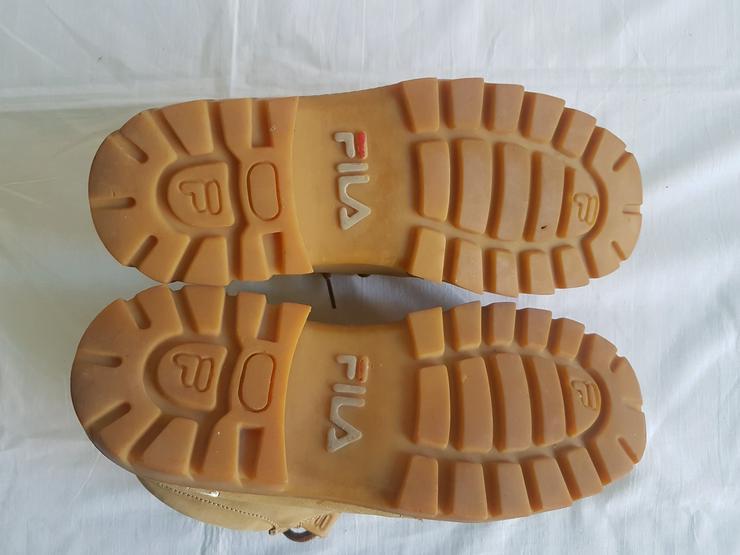 Bild 5: drei unterschiedliche Schuh Marken