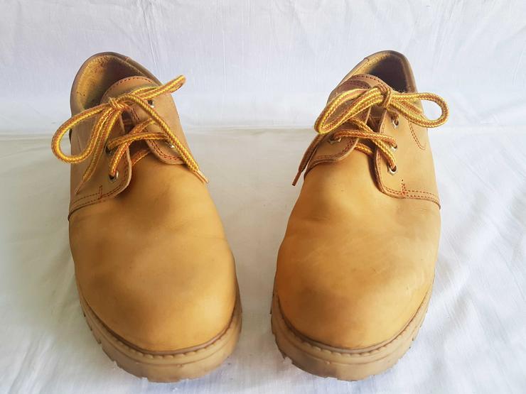 Bild 2: drei unterschiedliche Schuh Marken