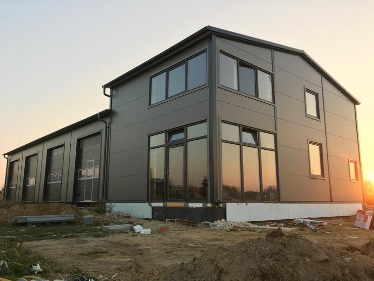 Stahlhalle Lagerhalle Werkstatt Gewerbehalle mit Wohnbereich/Beurobereich