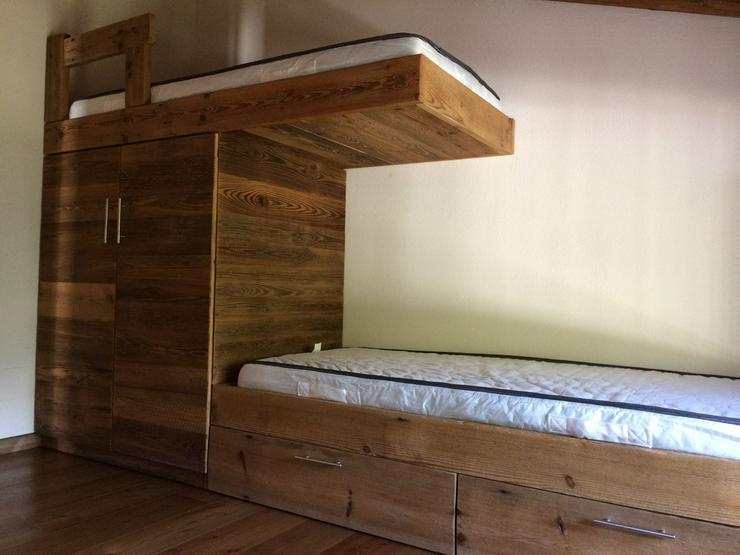 Bild 4: Komfortable Etagenbettenn aus Altholz der Firma Alldeco