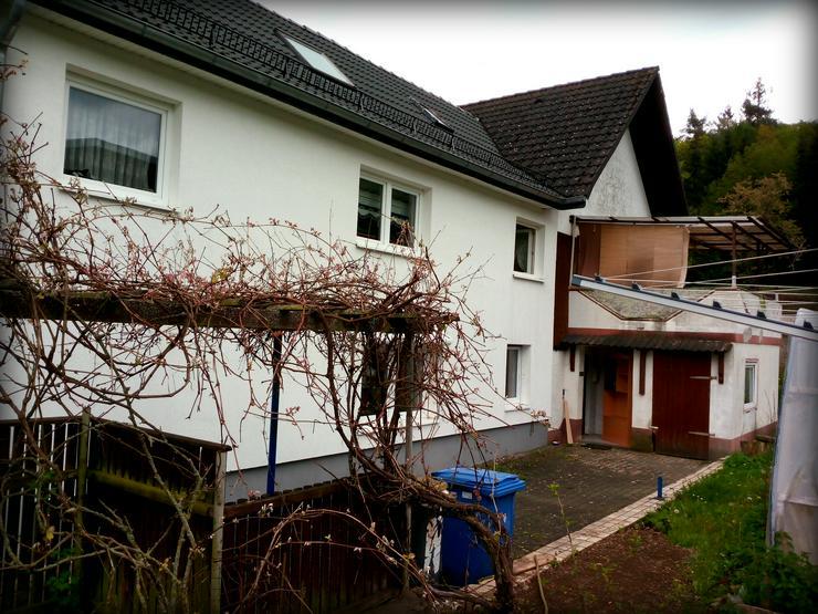 Bild 3: Großzügiges Zweifamilienhaus mit Potenzial