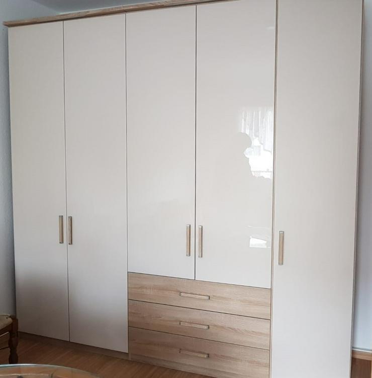 Kleiderschrank für Wohn-/Schlafraum - Breite 2,48 m, Tiefe 0,6 m, Höhe 2,40 m