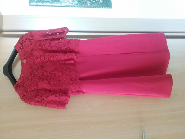 Kleid mit Spitzenbesatz an Oberteil und Ärmeln - Größen 40-42 / M - Bild 1