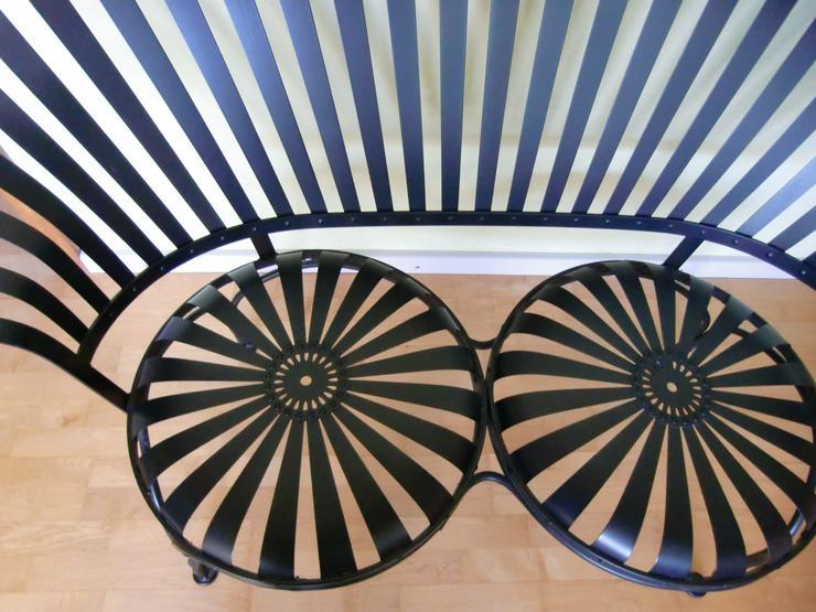 Bild 4: Gartenbank schwarz Stahl 2-Sitzer Love Seat für drinnen & draußen - Carré -