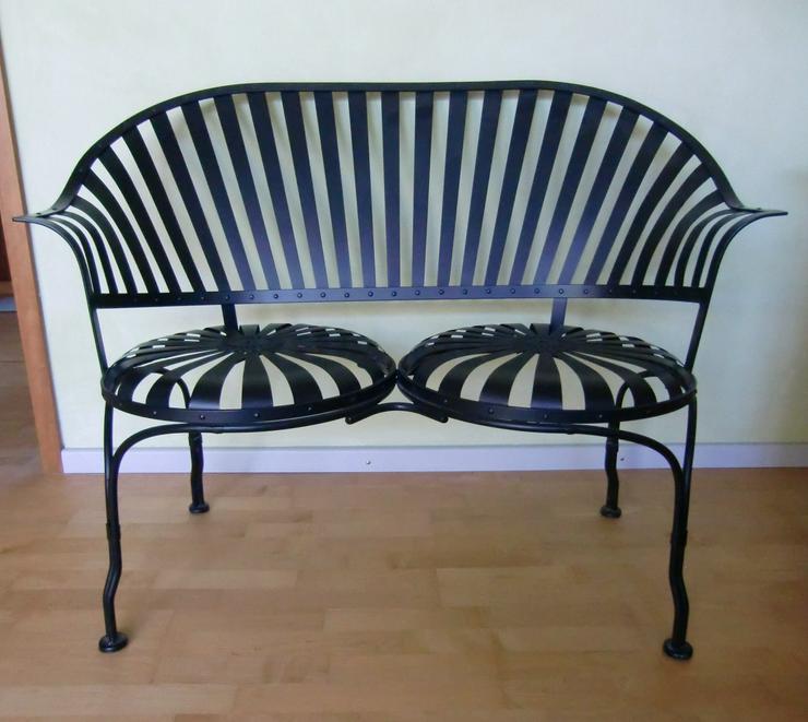 Bild 2: Gartenbank schwarz Stahl 2-Sitzer Love Seat für drinnen & draußen - Carré -