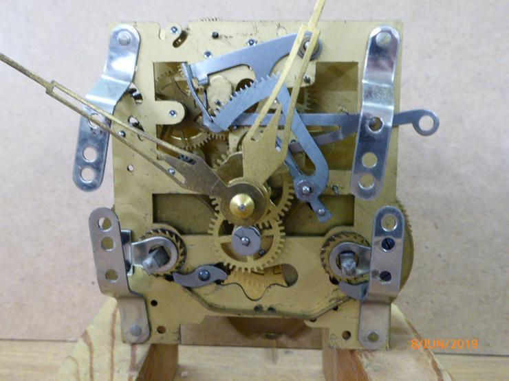 Uhrwerk für Einbau in Tischuhrgehäuse