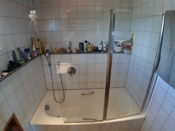 Badewanne mit Dusch-Aufsatz