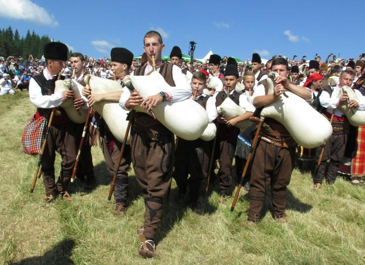 Bulgarische Folklore - Dudelsackspieler spielt kaba gaida - pravo horo i rodopski pesni