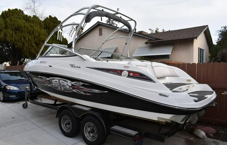 Yamaha Motorboot mit seinem Anhänger
