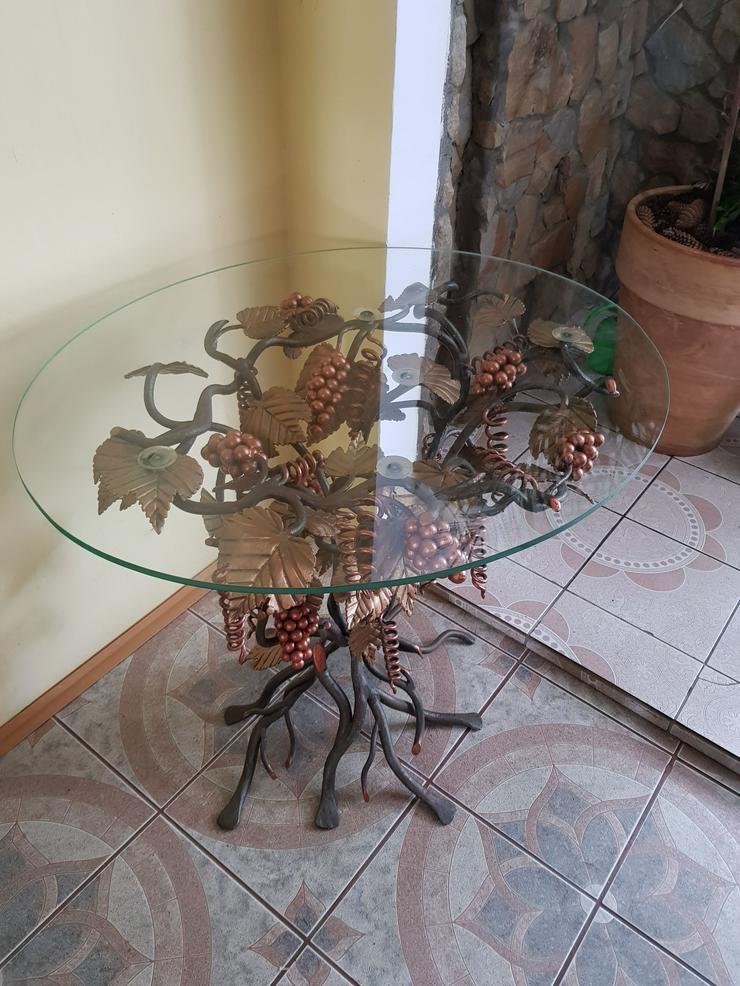 Bild 3: ein schmiedeeiserner Tisch , Traube, künstlerische Metallarbeiten