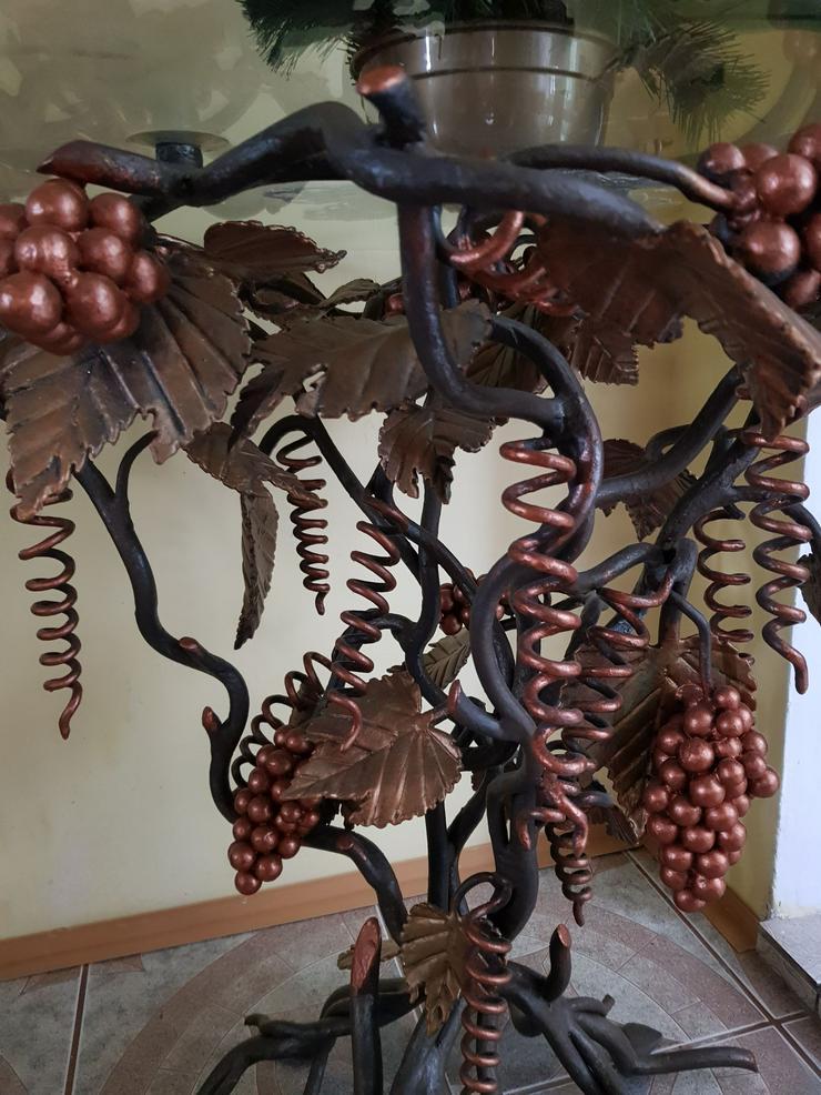 Bild 4: ein schmiedeeiserner Tisch , Traube, künstlerische Metallarbeiten