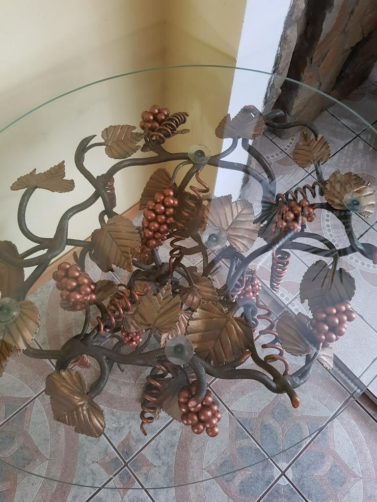 Bild 2: ein schmiedeeiserner Tisch , Traube, künstlerische Metallarbeiten