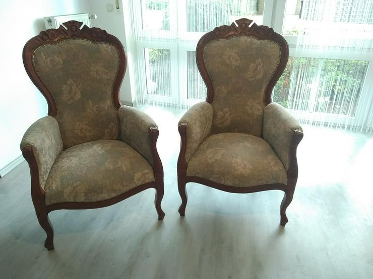 Zwei alte Sessel