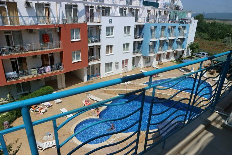 Wohnung mit 3 Schlafzimmern mit Blick auf den Schwimmbad des Sunny Day 3 Komplex in Sunny Beach.