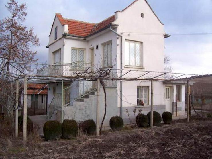 Ein 2-stöckiges Haus mit einem Garten in der Region Yambol Bulgarien