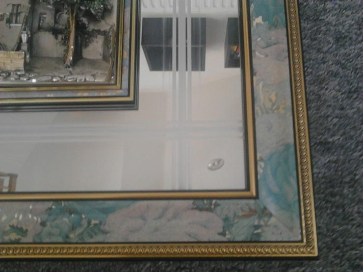 Spiegelbild, 925 Arg. gemarkt, ca. 72*62 cm Bild mit Spiegel aus Italien .  Altersbedingte Spuren am Rahmen , gemarkt R mit Kreis Arg. 925 versilbert...